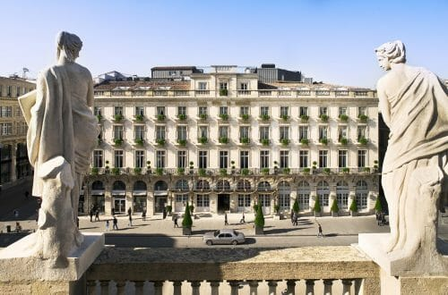 Facade avec statues DISCOVER: History, Elegance and Gastronomy: The Grand Hôtel de Bordeaux & Spa - EAT LOVE SAVOR International luxury lifestyle magazine, bookazines & luxury community