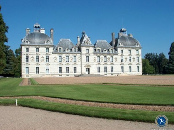 Castle france for sale IM4252 hr How To Buy a Castle in France - EAT LOVE SAVOR International luxury lifestyle magazine and bookazines