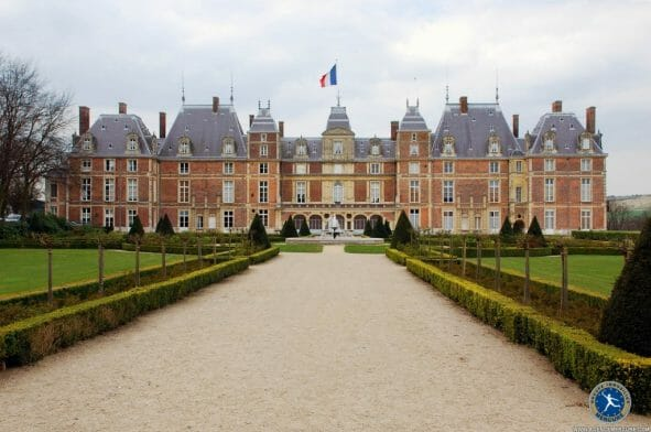 Castle france for sale PI10644 hr How To Buy a Castle in France - EAT LOVE SAVOR International luxury lifestyle magazine and bookazines