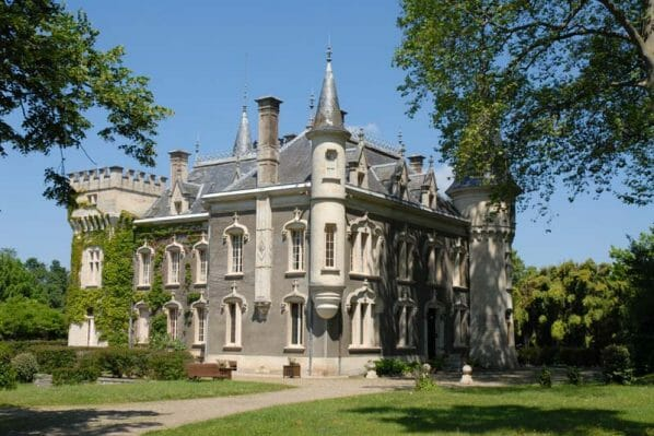 castle france2 Discover: Buying a Castle or Vineyard in France: Agence Internationale Mercure - EAT LOVE SAVOR International luxury lifestyle magazine, bookazines & luxury community