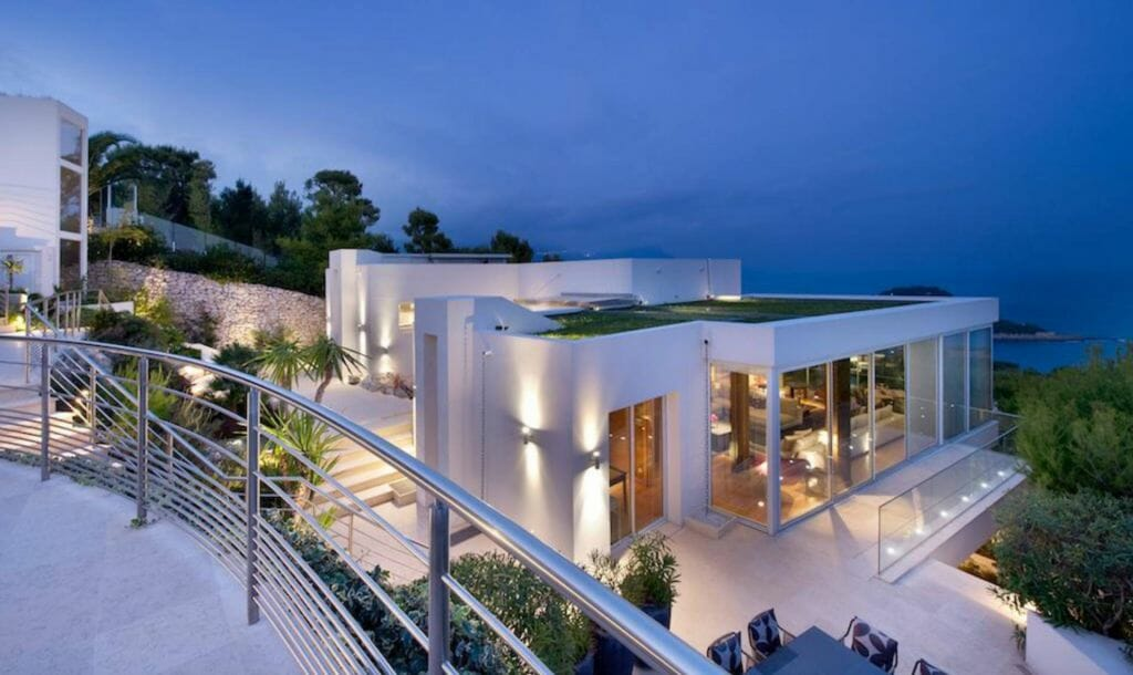 luxury villa modern Selecting Villas in the French Riviera: Modern or Traditional? - EAT LOVE SAVOR International luxury lifestyle magazine and bookazines
