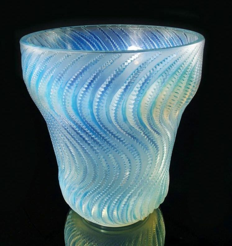Rene Lalique Actinia vase Decorative Arts & Modern Design, Roseberys London Fine Art Auction - EAT LOVE SAVOR International luxury lifestyle magazine, bookazines & luxury community