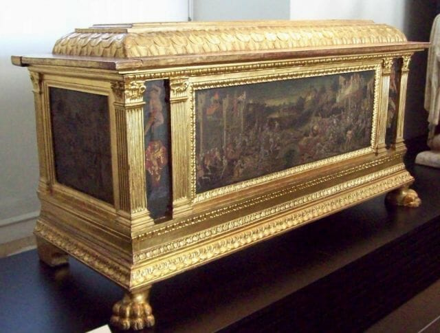 A Renaissance hope chest (cassone). The frontal picture represents the final act of the Battle of Anghiari (1440).