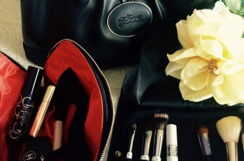 Kusshi makeup bag and brush holder Little Luxuries: Kusshi Improves the Makeup Bag - EAT LOVE SAVOR International luxury lifestyle magazine, bookazines & luxury community