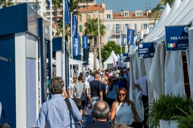 cannes yachting festival crowd Cannes Yachting Festival celebrates 40th Anniversary - EAT LOVE SAVOR International luxury lifestyle magazine and bookazines