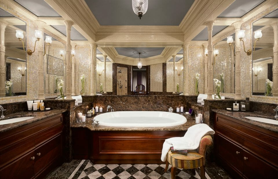 monaco suite Salle de bain SCO Hotel Metropole MC W.Pryce A Guide to Monaco's Top Suites: Private Butlers, Walk-In Wardrobes and Complimentary Mini-Bars - EAT LOVE SAVOR International luxury lifestyle magazine, bookazines & luxury community