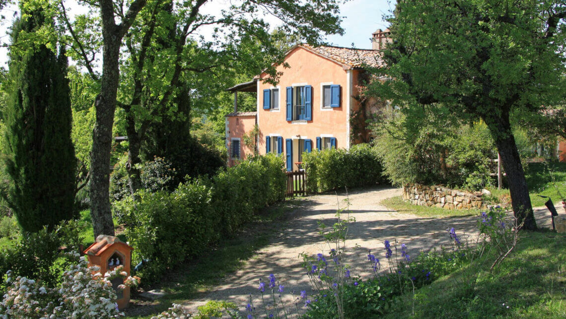 villa vetrichina exterior Discover Villa Vetrichina in the Romantic Tuscan Countryside for Rest, Relaxation and Fine Food in a Quaint, Immersive Escape - EAT LOVE SAVOR International Luxury Lifestyle Magazine
